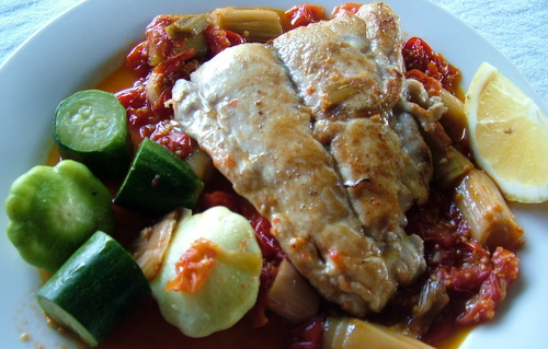fish with leek and tomato sauce