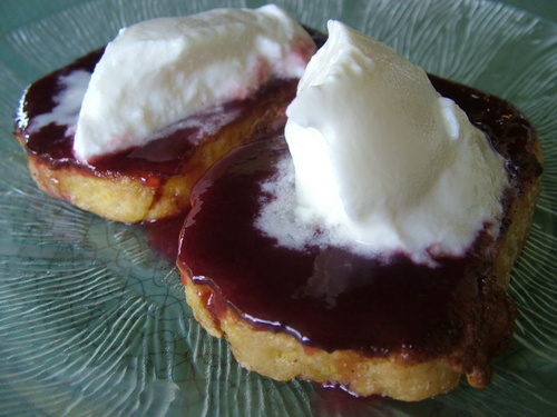 french toast with grape must and yoghurt